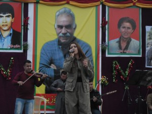 Chopy Fatah performing in Qandil. (pic by me, click to enlarge)